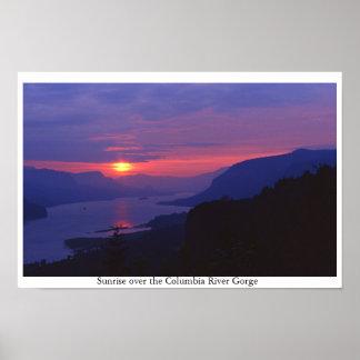 Salida del sol sobre la garganta del río Columbia Póster