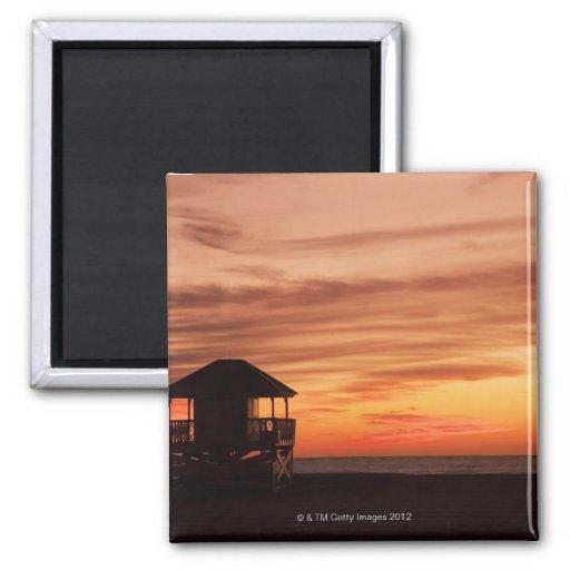 Salida del sol sobre la playa de Crandon en Key Bi Iman