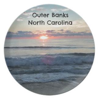 Salida del sol sobre Outer Banks de Carolina del Plato Para Fiesta