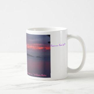 Salida del sol sobre Sucia Tazas De Café