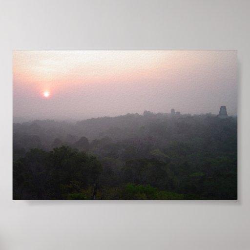 Salida del sol sobre Tikal Póster