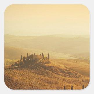 Salida del sol sobre un paisaje en Toscana Pegatina Cuadrada