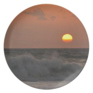 Salida del sol y ondas plato