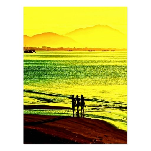 salida del sol y paz de la playa del paseo tarjeta postal