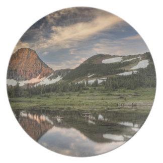 Salida del sol y reflexión, Parque Nacional Glacie Platos Para Fiestas