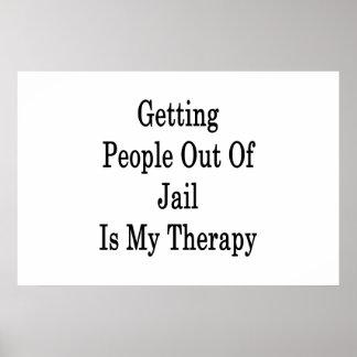 Salir a gente fuera de cárcel es mi terapia póster