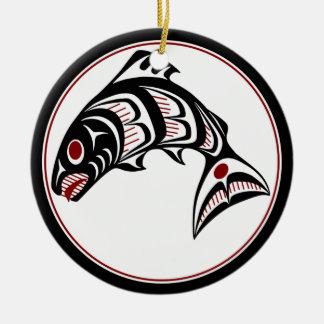 Salmones del noroeste del arte del Haida de la Adorno Navideño Redondo De Cerámica