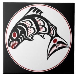 Salmones del noroeste del arte del Haida de la Azulejo Cuadrado Grande