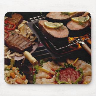 Salmones, filetes de carne de vaca y cóctel asados tapete de ratones