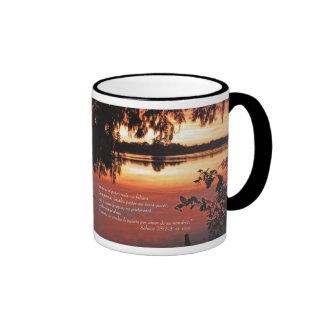 Salmos 23 1-3 con Puesta del Sol (Tazon) Ringer Mug
