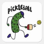 Salmuera divertida que juega Pickleball Pegatina Cuadrada