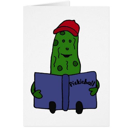 Salmuera divertida que lee el libro de Pickleball Tarjeton