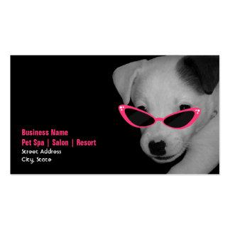 Salón del balneario del mascota - perro con las tarjetas de visita