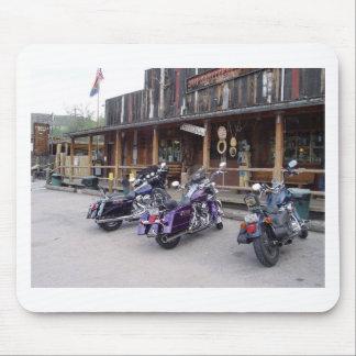 Salón occidental de las motocicletas de Harley Dav Alfombrillas De Raton