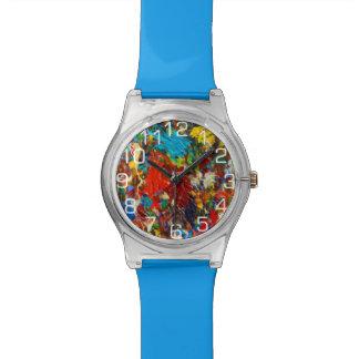 Salpicadura colorida de la pintura con números relojes de mano