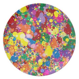 Salpicadura de la pintura del arco iris platos