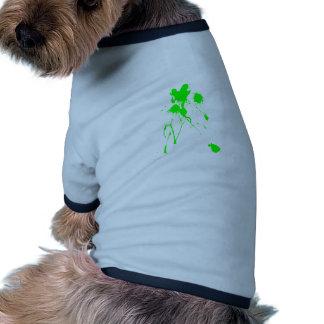 Salpicadura verde de la pintura camisa de perro