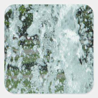 Salpicar el agua de la fuente pegatina cuadrada