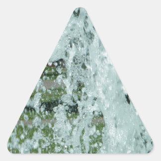 Salpicar el agua de la fuente pegatina triangular