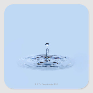 Salpicar el waterdrop (gotita) que cae en el agua pegatina cuadrada