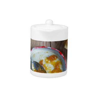 Salsa picante de la piña de la cebolla en la
