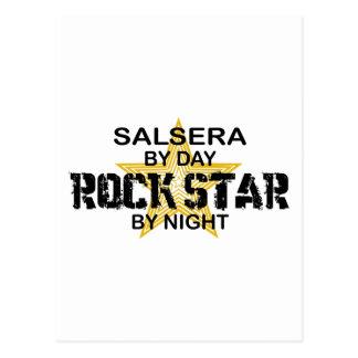 Salsera por el día, estrella del rock por noche tarjeta postal