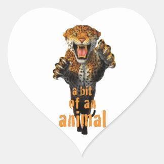 Saltando el leopardo - un pedazo de un animal pegatina en forma de corazón