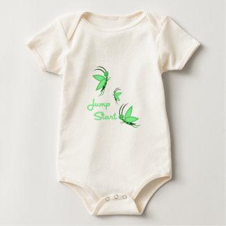 Salte el comienzo traje de bebé