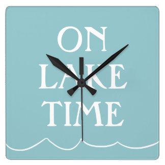 Salte en el lago reloj cuadrado