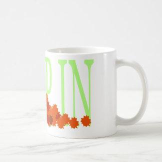 Salte en la taza de las hojas
