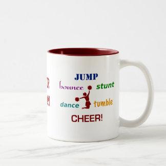 Salte la taza de café de la animadora de la