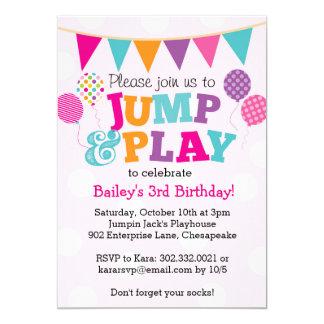 Salte y juegue la invitación de los globos (rosa y