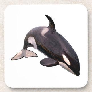 Salto aislado de la orca posavasos de bebida