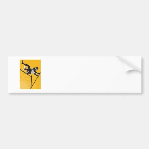 Salto de altura del salto con pértiga del atleta d etiqueta de parachoque