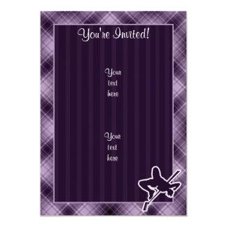 "Salto de altura púrpura invitación 5"" x 7"""