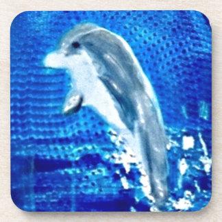 Salto de arte del delfín posavasos de bebida