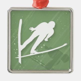 Salto de esquí de dos hombres ornamente de reyes