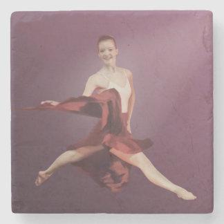 Salto de la bailarina en rojo posavasos de piedra