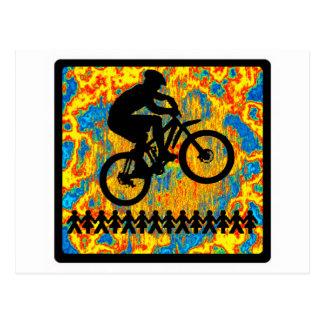 Salto de la bici encendido tarjeta postal