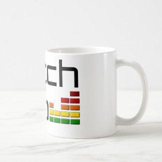 Salto de la interferencia con el equalizador del v taza de café