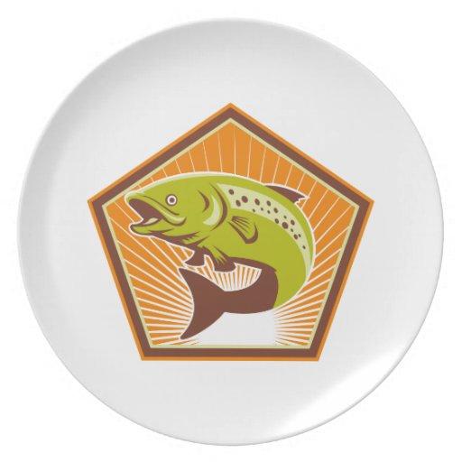 Salto de los pescados de la trucha retro plato de comida