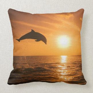 Salto del delfín de Bottlenose Cojín