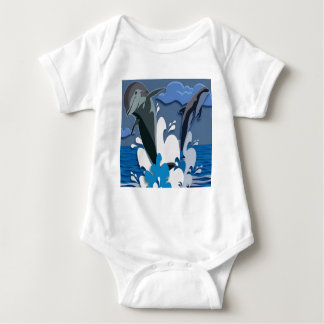 Salto del mar de los delfínes que nada la foto camisas