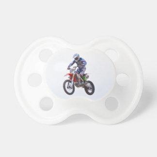 Salto del motocrós chupete de bebé