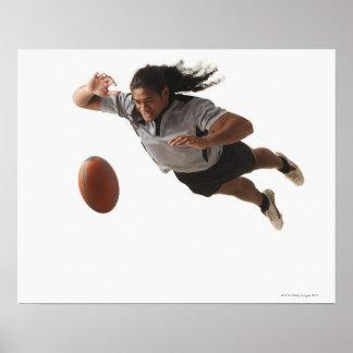 Salto masculino del jugador del rugbi para la bola póster