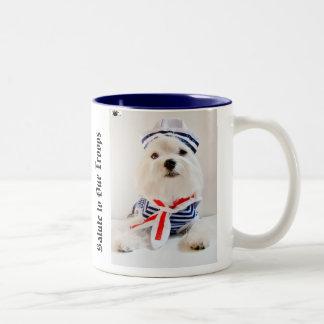 Saludo a nuestras tropas (righty) taza de café