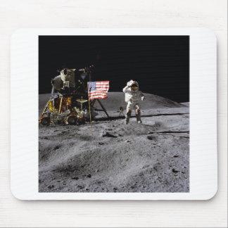 Saludo de Apolo 16 Mouse Pads