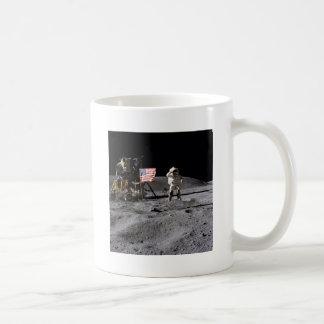 Saludo de Apolo 16 Taza