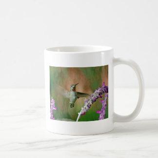 Saludo del colibrí taza básica blanca