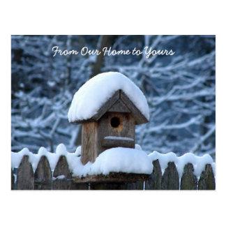 Saludo del día de fiesta del Birdhouse Nevado Tarjetas Postales